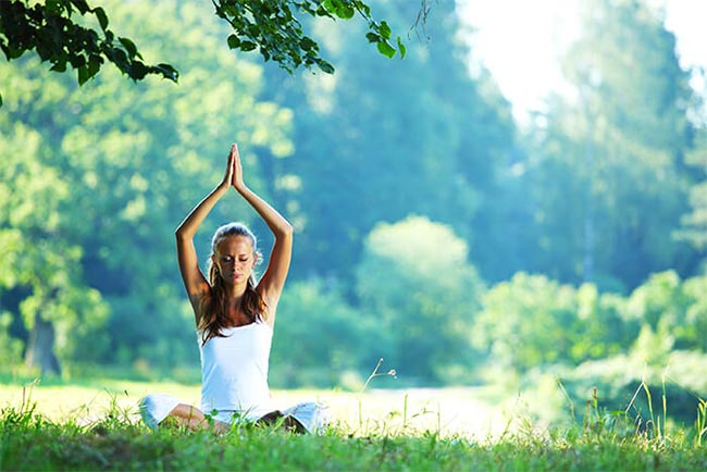 Beginnings-Treatment-Centers-woman-practicing-yoga-in-park