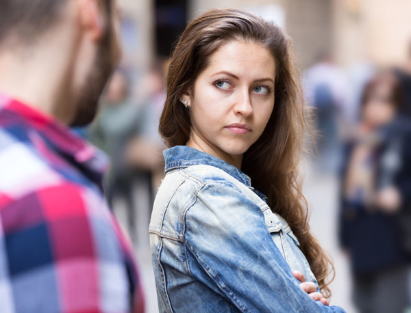 beginnings-treatment-centers-5-reasons-not-to-get-into-a-relationship-in-your-first-year-article-image-of-angry-girl-with-boyfriend
