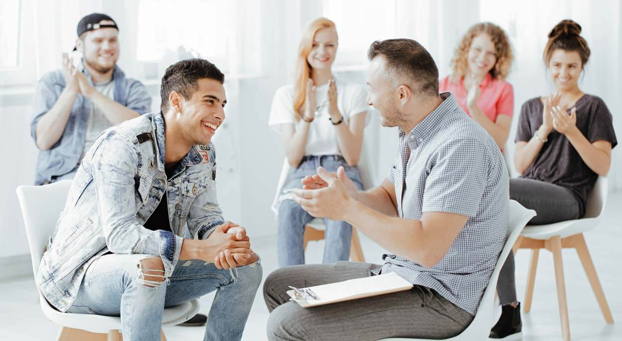 beginningstreatment-alcohol-detoxification-article-photo-psychologist-and-his-patients-laughing-during-group-session-for-troubled-teenagers